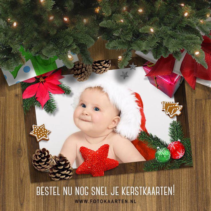 Een superleuke omlijsting voor je fotokaarten, met kerstkoekjes en versiering. Zo maak je heel snel een gezellige kaart.