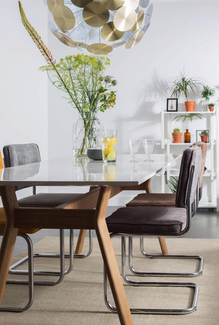 Dieser elegante Schwingstuhl macht in Ihrem Esszimmer eine gute Figur! Nehmen Sie auf der geschmackvollen Sitzfläche Platz und genießen Sie gemütlich Ihr Abendbrot.
