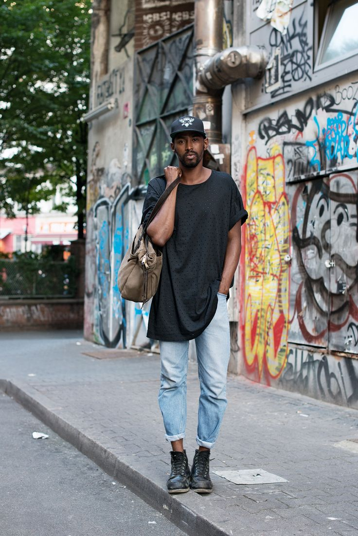 The longer length tee: The Locals in Berlin - Street Style Kreuzberg