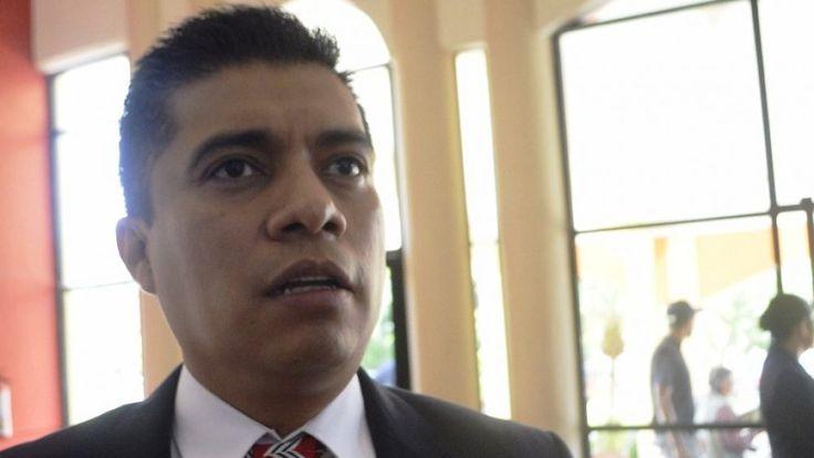 AGE presenta denuncias penales en contra de 12 funcionarios municipales