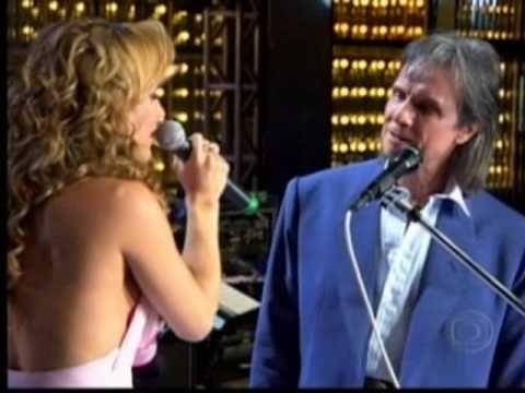 ▶ Roberto Carlos - Amor Pefeito com Claudinha Leitte - YouTube