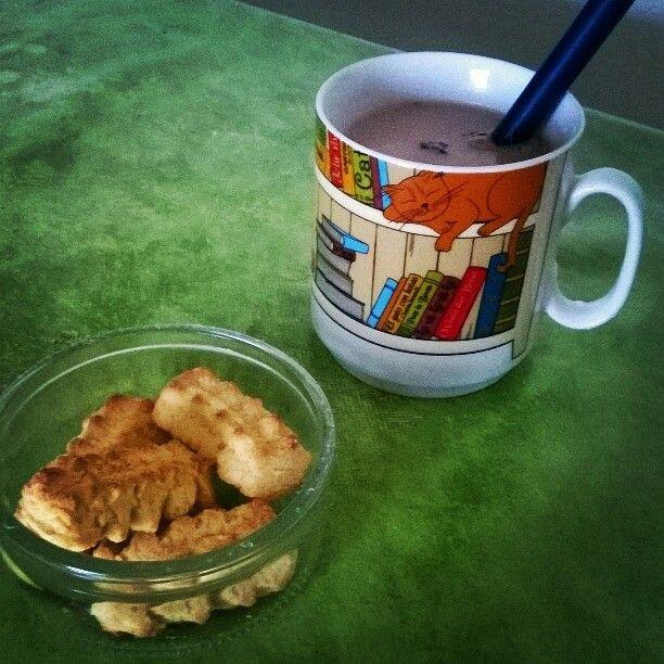 #Breafast #Cookies #ChocolatMilk #ALojaDoGatoPreto #Cat #Books
