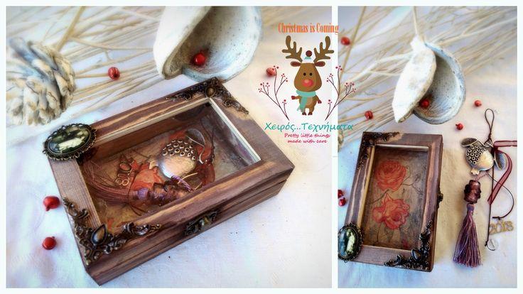 Ρόδι για αφθονία, γονιμότητα & καλοτυχία. Χειροποίητο γούρι με μεταλλικά στοιχεία & χάντρες, κλεισμένο σε ξύλινο κουτί διακοσμημένο εσωτερικά με ντεκουπάζ και εξωτερικά με μεταλλικά στοιχεία