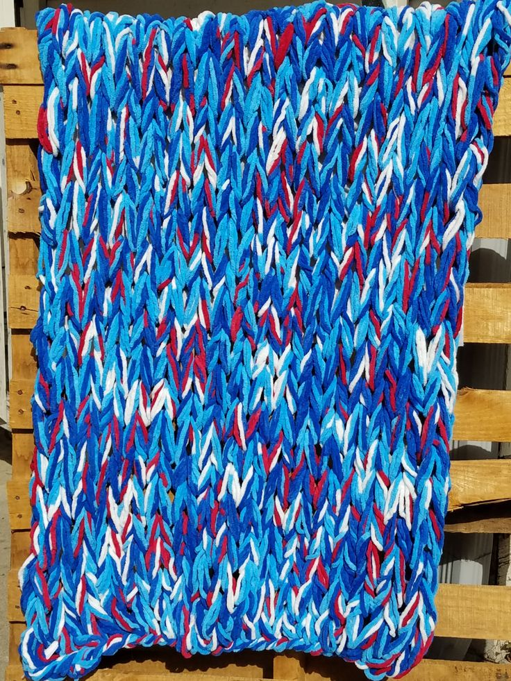 Red, White and Boom Arm Knit Blanket by WarmButterfly on Etsy