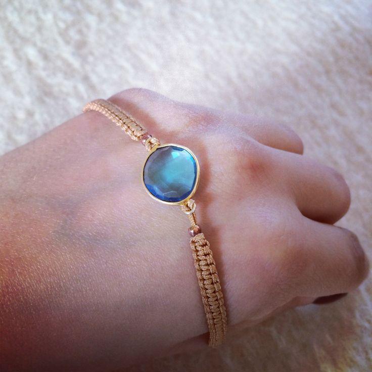 Blue quartz w gold macrame 32€