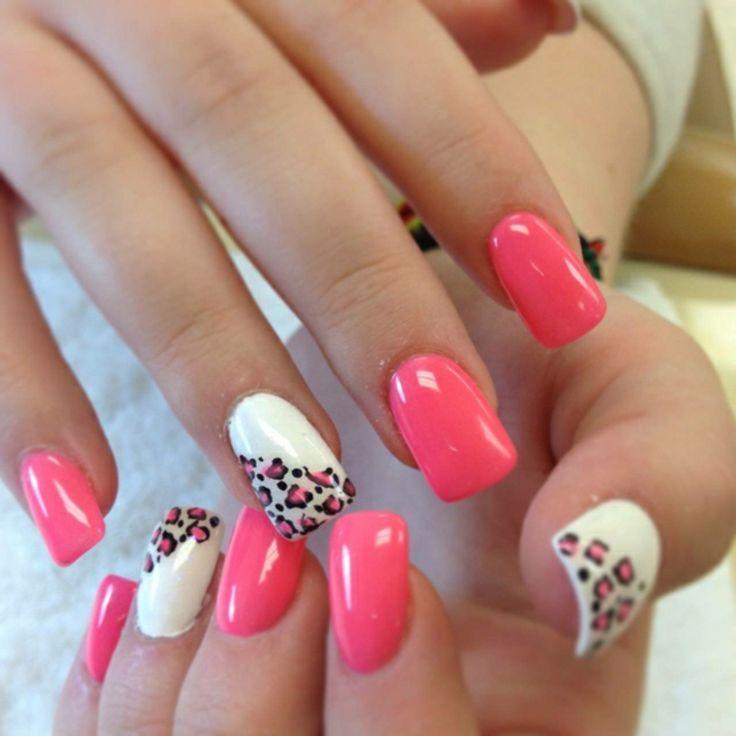Gelnägel modern rosa und weiss Leopardenmuster