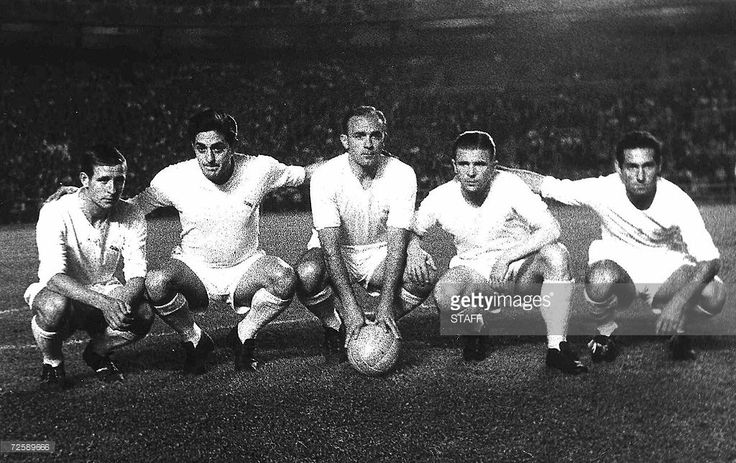 Real Madrid's players (from L) Frenchman Raymond Kopa, Rial, Argentinian-born Alfredo Di Stefano, Hungarian-born Ferenc Puskas and Gento pose before the start of a Liga football match 06 June 1959 at Santagio Bernabeu stadium in Madrid. Hungarian football legend Ferenc Puskas, the inspiration of the 'Mighty Magyars' national side that dominated world football in the 1950s, has died after a long illness, the national Hungarian agency MTI reported 17 November 2006. He was 79. AFP PHOTO FILES…