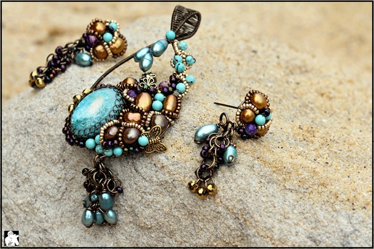 One of my wire jewelry design... I love the collor of druzy mix with the pearl. This wire jewelry was sold already to a beautiful lady. Thanks again to Yenfang for the nice photo... Love it