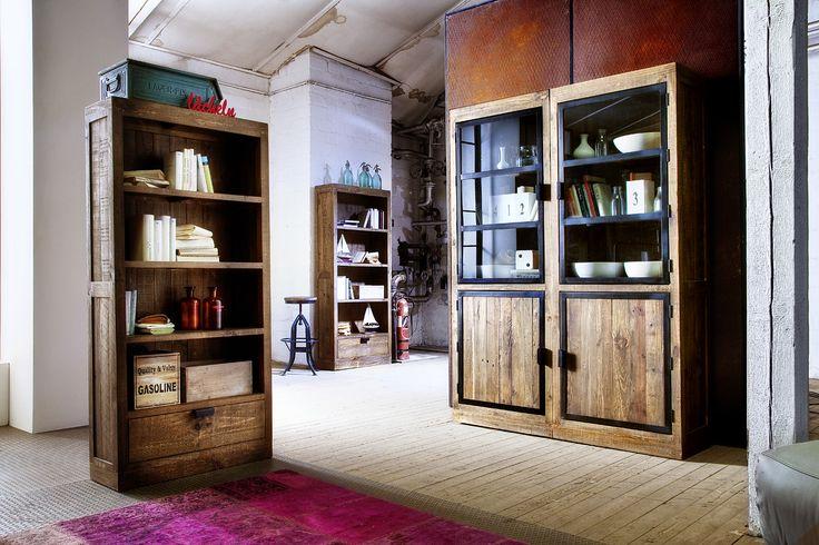 Atemberaubende #Möbel aus der Serie #HAMBURG. Normalerweise verwenden wir für unsere Industrial Möbel #Altholz und #Eisen. Hier haben es wir mal mit Kieferholz probiert und wir denken das Ergebnis kann sich sehen lassen. :) #Regal #Buffet #Hocker