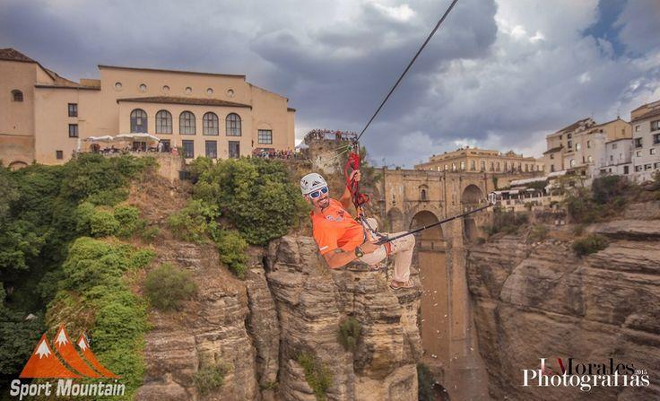 Ronda (Málaga) - Fantásticas las vistas del Tajo de Ronda desde esta increíble tirolina de 100 metros de larga a 100 metros de altura.  Experiencias en plena naturaleza con Sport Mountain