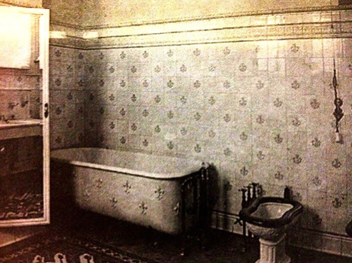19 Best Toilets And Restrooms In History Images On