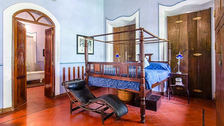 Phwoarr!! Gorgeous interiors, with 4-poster bed, in the renovated mansion in Goa. To book or enquire: https://www.tripzuki.com/hotels/vivenda-dos-palhacos-goa/