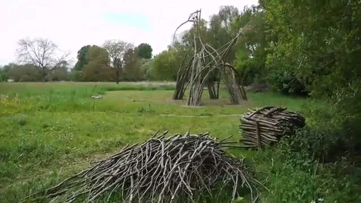 SensoRied : le chantier participatif avec Marcel Kalberer (Sanfte Strukturen). #Willow #Weaving #Structure #Sculpture #Architecture #Installation #Art