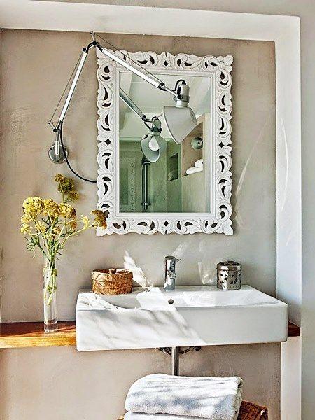 Banheiros e lavabos são áreas bem complicadas de projetar, reformar e manter limpos. Quando são pequenos, mais difíceis ainda !  Há dicas que, não importa o tamanho ou estilo do banheiro, é importante seguir.