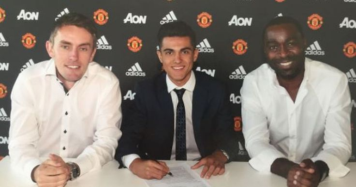 Manchester United have completed the signing of Spain youth international Arnau Puigmal from Espanyol.