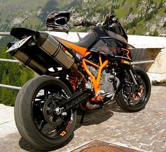 The KTM 950R, a personal favourite of mine