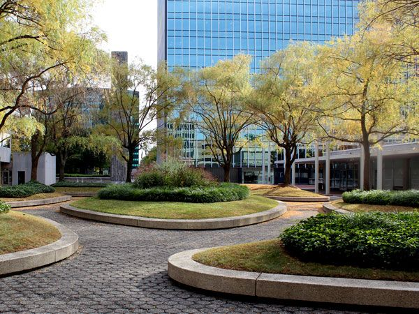 Constitution Plaza, Hartford, CT | Identified as an exemplary urban renewal project when it was completed in 1964, the 3.8-acre Constitution Plaza roof garden in downtown Hartford, CT was designed by Stuart Dawson, Don Olson, Masao Kinoshita, and Dick Rogers of Sasaki, Dawson, & DeMay with Charles DuBose laying out the master plan. http://tclf.org/landscapes/constitution-plaza