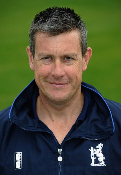 Ashley Giles Photos Photos - Ashley Giles of Warwickshire poses for a portrait during a photocall at Edgbaston on April 7, 2011 in Birmingham, England. - Warwickshire CCC Photocall