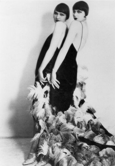 1920s flapper girls wearing feathers