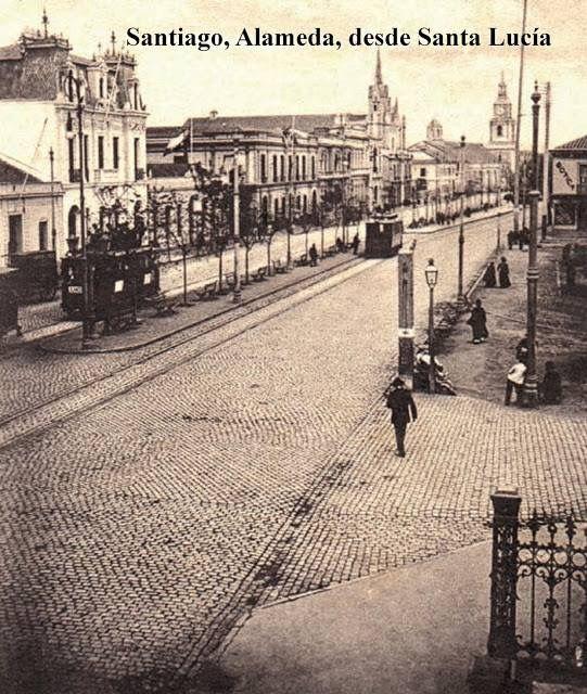 Santiago. Panorámica de la Alameda Las Delicias hacia el poniente. Al fondo se observa la torre de la Iglesia San Francisco.1900