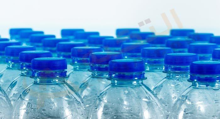 تفسير حلم رؤية قارورة الماء في المنام معنى قارورة الماء في الحلم للعزباء والمتزوجة والحامل دلالات الشرب من قارورة ال Water Bottle Bottle Plastic Water Bottle