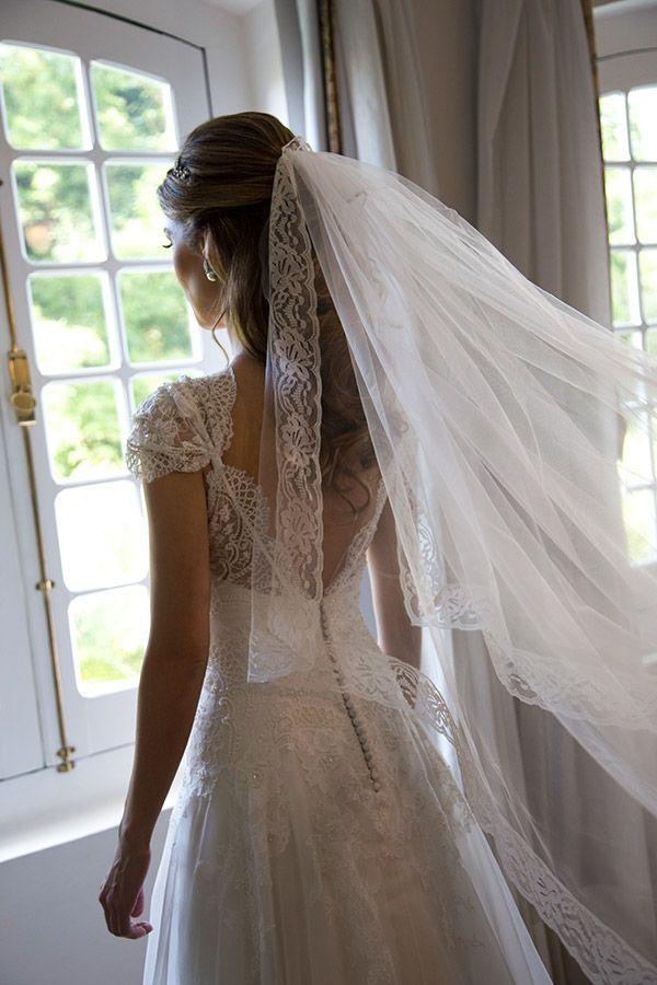 Vestido de noiva de renda - casamento no campo / fazenda  ( Foto: Flavia Vitoria | Vestido: Emannuelle Junqueira )