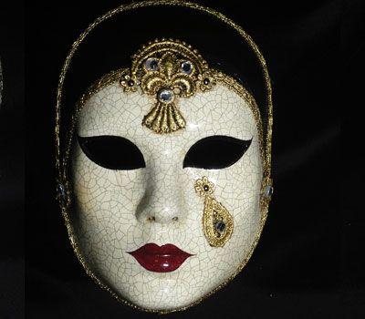 Pierrot Mask SA28 Maschera realizzata a mano in cartapesta. Decorata con colori acrilici, tecnica dello screpolato, pizzo macramè ed impreziosita da cristalli Swarovski e perle.