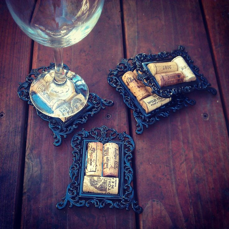 Decorative Wine Cork Coasters in Mini Frames  #DIY #wine #craftsWhite Wines, Minis Dog Qu, Minis Frames, Cute Ideas, Diy Corks Crafts, Wine Cork Coasters, Frames Diy, Decor Wine Corks Coasters, Diy Wine Crafts