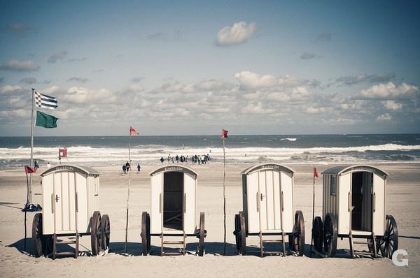 Norderney, Deutschland, Badekarren, Strand, Nordsee, Urlaub, Urlauber | Norderney, Germany, bathing hut, beach, North Sea, vacation, holiday makers