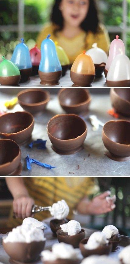 Makkelijk te maken 'chocobakjes', om ijs in te doen bijvoorbeeld. Blaas het ballonnetje op, doop in de chocolade en laat de chocolade hard worden. Als de chocolade hard is, haal dan voorzichtig het ballonnetje eruit of prik hem lek.