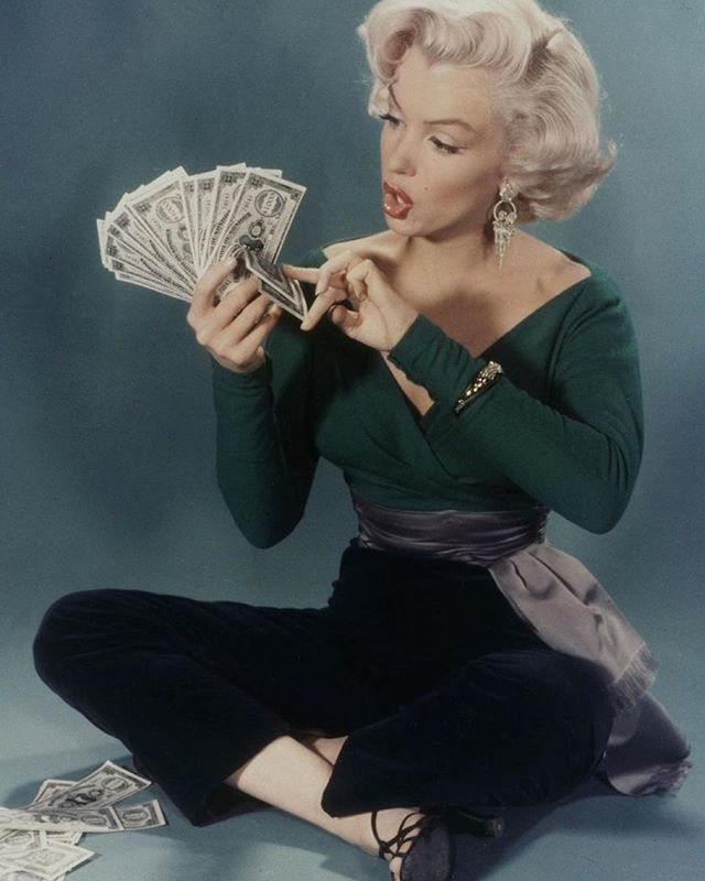 If only we could look this chic holding a wad of cash (by which we mean: if only we had a wad of cash to hold in the first place). But if youre pretty clueless when it comes to  dont worry. Were giving you the money lessons we wish wed been taught at school  click the link in our bio or pick up a copy of the May issue for your class in Money Savviness. Exercise books at the ready!   via GLAMOUR UK MAGAZINE OFFICIAL INSTAGRAM - Celebrity  Fashion  Haute Couture  Advertising  Culture  Beauty…