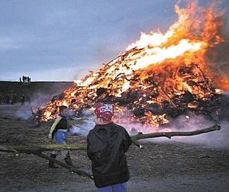 Van de meivuren is overgebleven de Meierblis in de nacht van 30 april op 1 mei op het eiland Texel