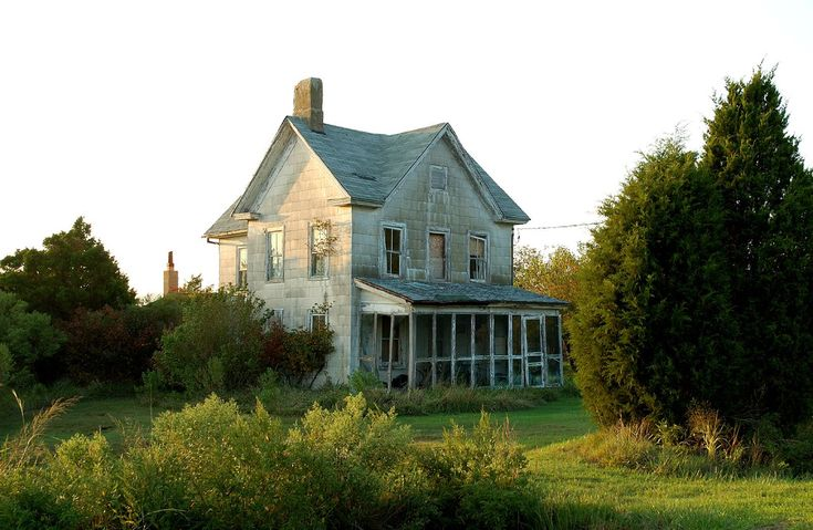 Abandoned house- there is something so very sad about abandoned homes.