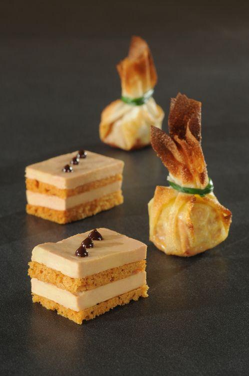 Foie gras au pain d'épices et chocolat façon opéra et bonbon croustillant au foie gras et chutney de figues