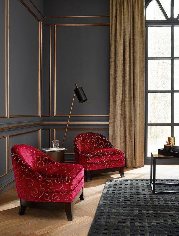 Kleine Sessel schaffen gemütliche Ecken in jedem Raum. Foto und Stoff von Sahco Hesslein