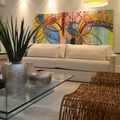 Apartamento para um jovem casal em tons de cinza: Salas de jantar Minimalista por Helô Marques Associados
