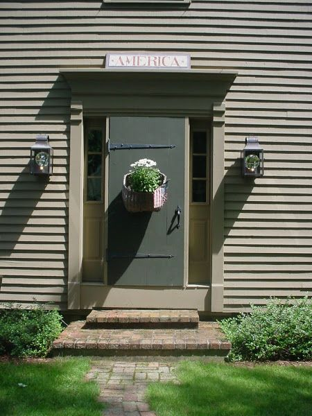 Best 25 early american homes ideas only on pinterest - Early american exterior lighting ...
