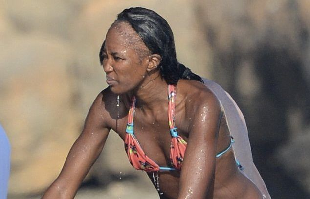 Lessons To Be Learned From Naomi Campbell's Hairline - https://blackhairinformation.com/general-articles/opinion/lessons-to-be-learned-from-naomi-campbells-hairline/