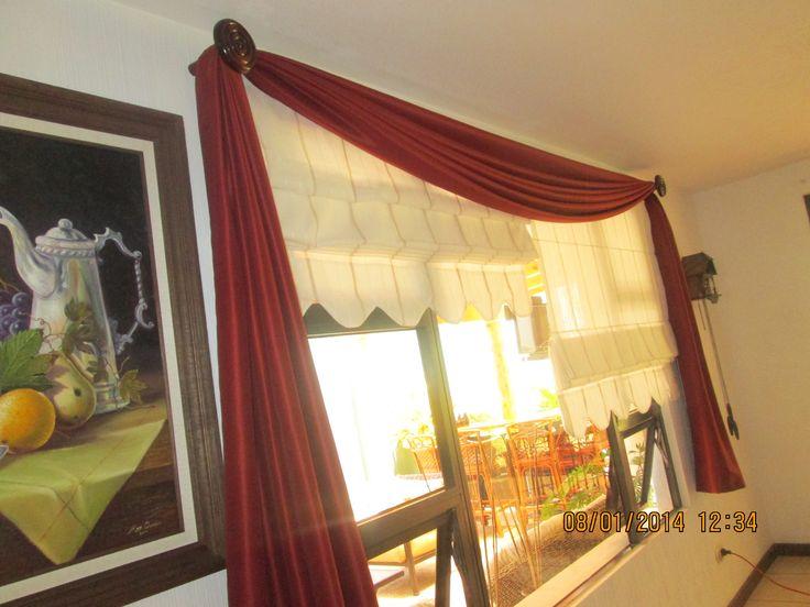 Detalle decorativo logrado con cortinas Romanas y una cenefa estilo bufanda.