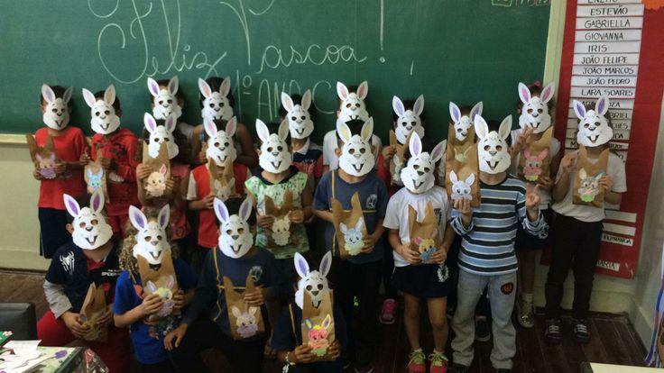 Alunos da Escola Rafael ganham ovos e máscaras de Páscoa -   Os alunos da EMEF Rafael de Moura Campos tiveram um dia especial nesta quinta-feira, dia 13. Aproximadamente 360 crianças ganharam ovos de chocolate e lembranças Páscoa. A iniciativa foi um sucesso.  Os presentes foram distribuídos com muito carinho professores e funcionários da - http://acontecebotucatu.com.br/educacao/alunos-da-escola-rafael-ganham-ovos-e-mascaras-de-pascoa/