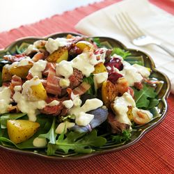Steak Salad with Bacon, Crispy Potatoes, and Homemade Blue Cheese Dressing - delicious and simple!