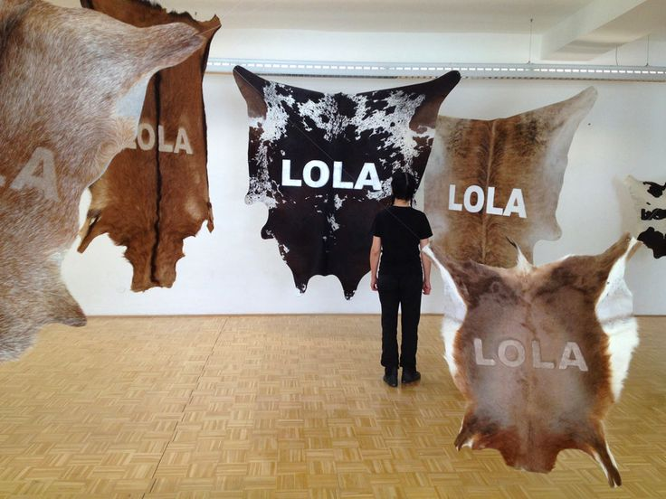 Stefano Cagol, The Cow Lola, 2010. Installazione site-specific, 6 pellami di diversi animali rasati e dipinti, dimensioni ambientali. Collezione privata Innsbruck