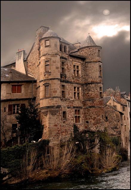 Espalion le vieux palais by cumin12, via Flickr ~ Midi-Pyrenees, France