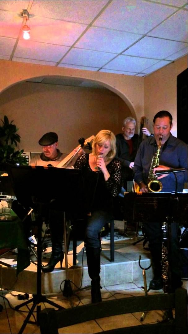 """""""Do Wrong Shoes"""" with the Paul Weitz Trio and jazz vocalist Donna Deussen"""