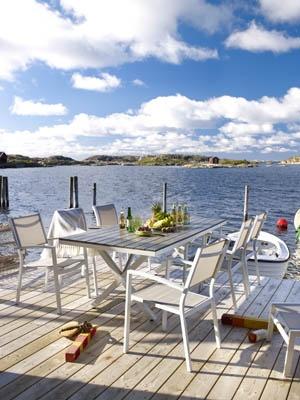 Leone matgrupp – en av årets mest prisvärda matgrupper. Vitlackerad aluminium och nonwood. Utemöbler, trädgårdsmöbler, Outdoor furniture.