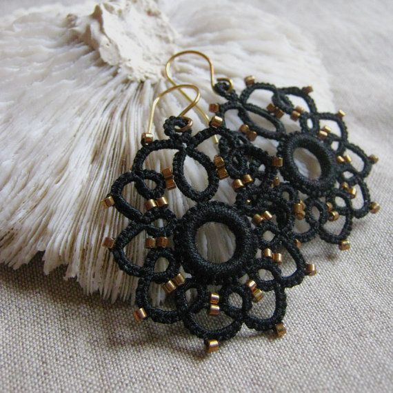 Black Tatted earrings with bronze seed beads di eannie su Etsy