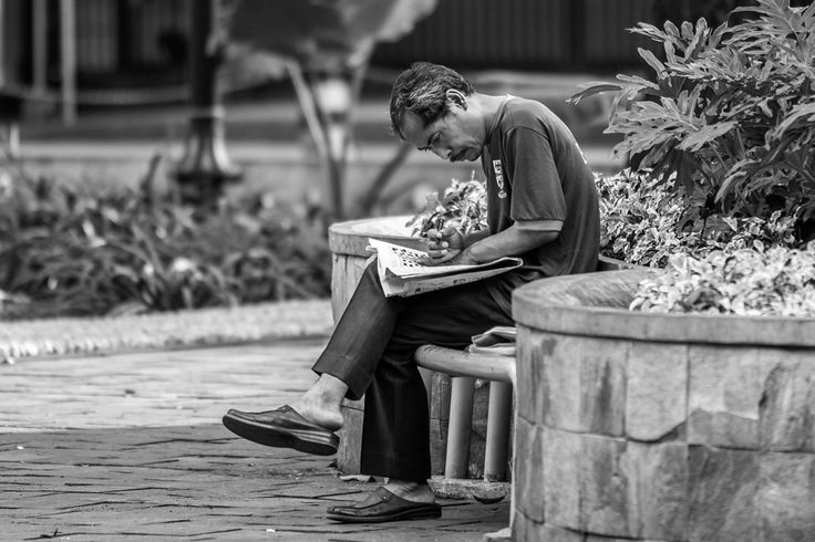 """Killing Time""  | DiTrotoar | Street Photography"