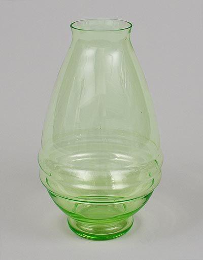 Annagroene vaas met twee horizontale ribben ontwerp Chris Lebeau 1925 uitvoering Glasfabriek Leerdam