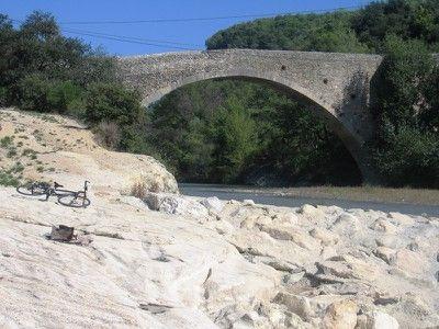 Pont romain à Entrechaux a great town and hike