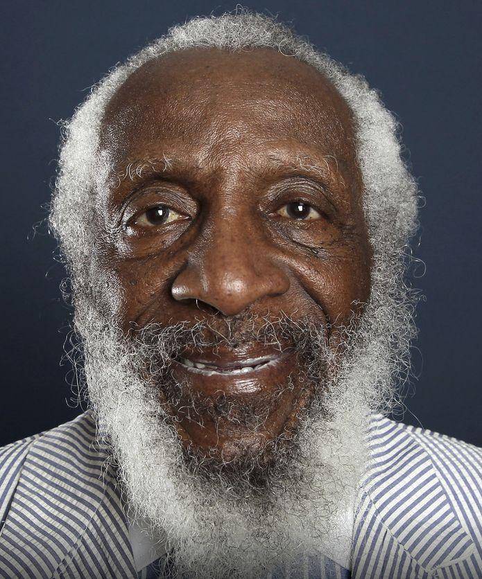 † Dick Gregory (84) 19-08-2017 De Amerikaan Dick Gregory is gisteren overleden in Washington D.C. De zwarte komiek, die ook actief was in de Amerikaanse burgerrechtenbeweging en in de jaren zestig zelfs even meestreed om het presidentschap, is 84 jaar geworden. https://youtu.be/mcCUgdptsfs